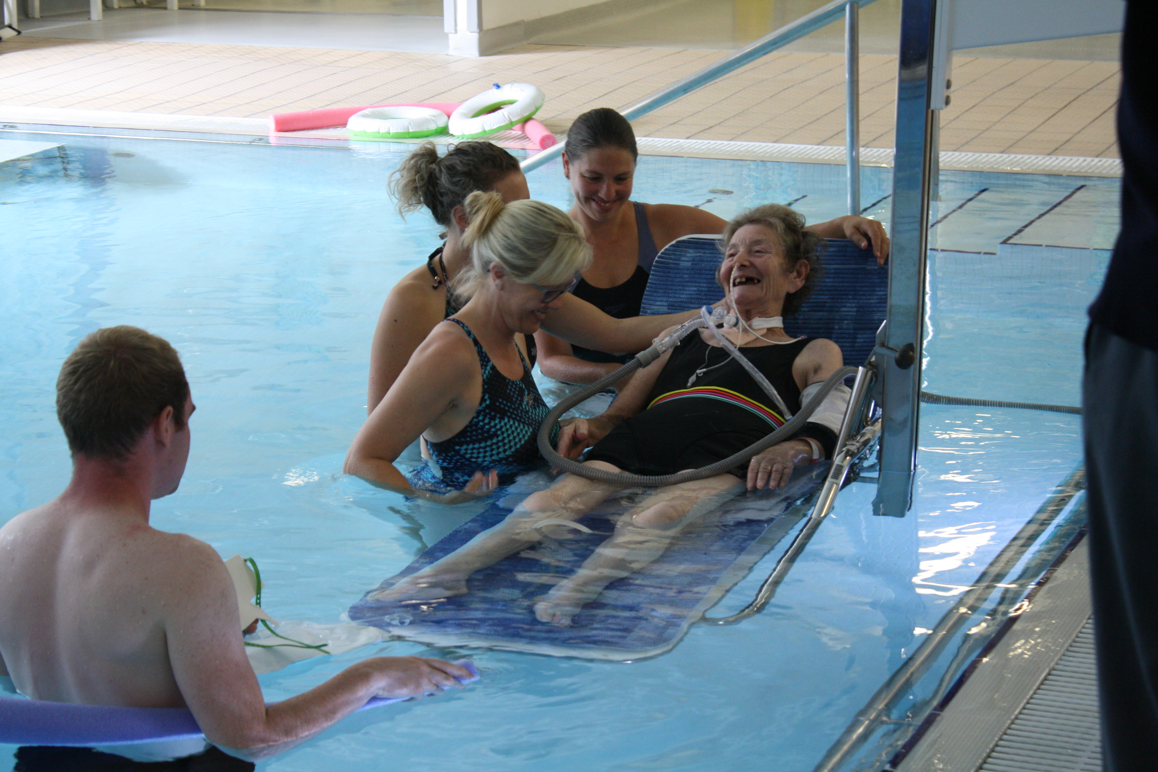 Patient treated in hydrotherapy pool on ventilator in QA first